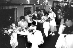 昭和30年頃の食堂車.jpg